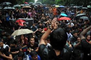 jadav_student sit-in demands v-c resignation
