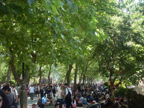 1280px-2013_Taksim_Gezi_Park_protests,People_at_Taksim_Gezi_Park_on_3rd_Jun_2013