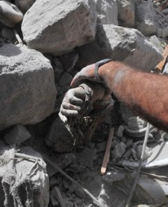 Pulling the dead from the rubble after Syrian government bombing, 2015